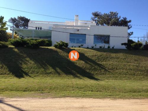 Casa En Venta, Rincón Del Indio, Punta Del Este, 4 Dormitorios.- Ref: 208745