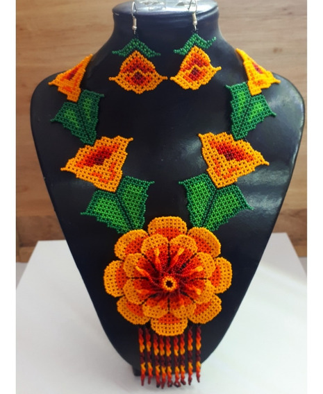 Collar Flor Grande Color Naranja/ Artesanía Huichol
