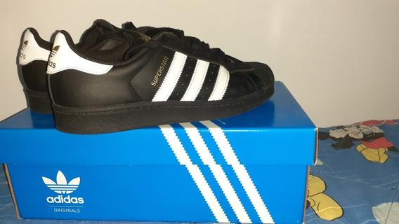 Zapatillas, adidas Superstars.
