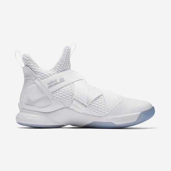 Tênis Nike Lebron Soldier 12 Sfg - Pure - Basquete