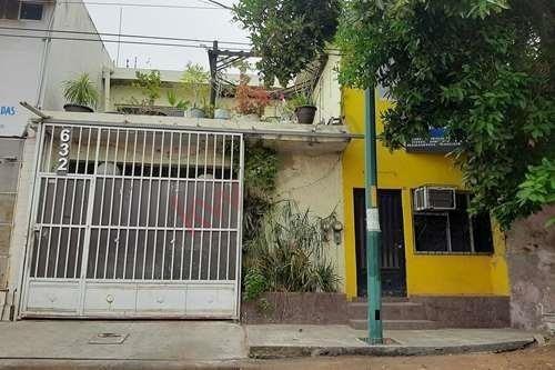 Casa En Venta Para Oficina En Lugar Céntrico,comercial Y Con Amplio Terreno.
