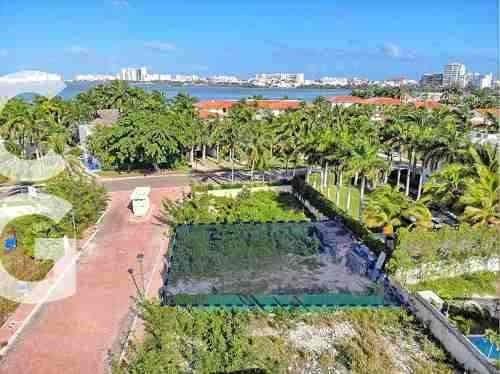 Terreno En Venta En Cancun En Residencial Isla Dorada