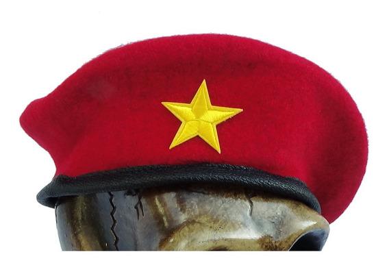 Boina Militar En Color Rojo Con Parche Bordado
