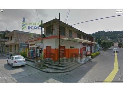 Renta Local Colonia Chapultepec Poza Rica Veracruz En Esquina. Ubicado En Calle Ciprés Esquina Con Sauce En La Colonia Chapultepec En Poza Rica Veracruz. El Local Comercial Tiene 4 Metros De Frente