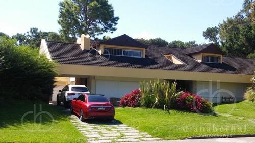 Casa En Punta Del Este Paya Mansa, 6 Dormitorios + Dep Y Piscina. - Ref: 42993