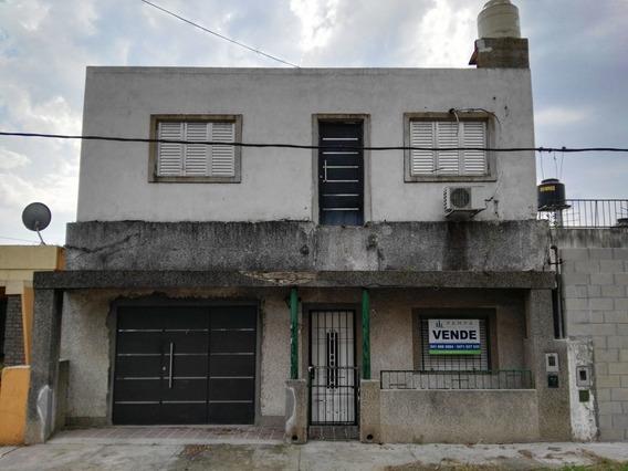Casa De Dos Plantas Garage Living Comedor Tres Dormitorios Dos Baños