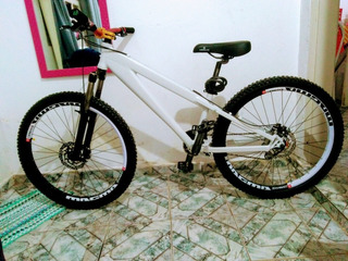 Bicicleta Trust Downhill