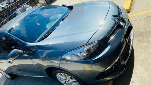 Renault Fluence 2015 2.0 Dynamique Hi-flex 4p