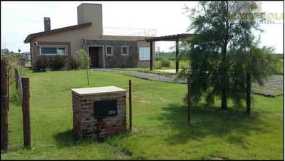 Impecable Casa En Lobos De 4 Ambientes Sobre Lote De 2000 M2 Con Aroyo Propio!!!