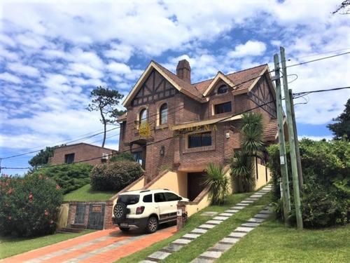 Hermosa Y Exclusiva Casa En Punta Del Este, A Metros De La Playa Mansa!!! Consulte!!!- Ref: 1925