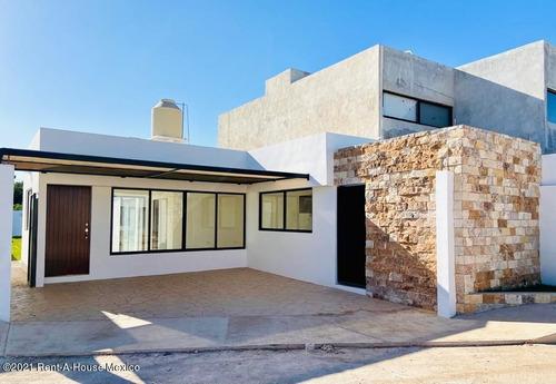 Imagen 1 de 9 de Casa En Venta En Chichi Suarez Merida 214996jl