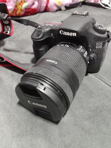 Imagem 1 de 4 de Câmera Canon 60d + Lentes 18-135 E 75-300 + Mochila