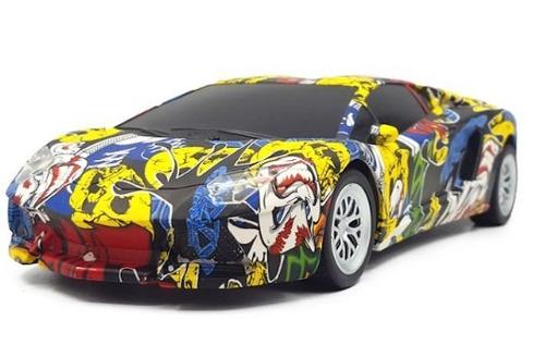 Imagen 1 de 4 de Auto Con Control Remoto Graffiti 20 X 9 X 6 Cm