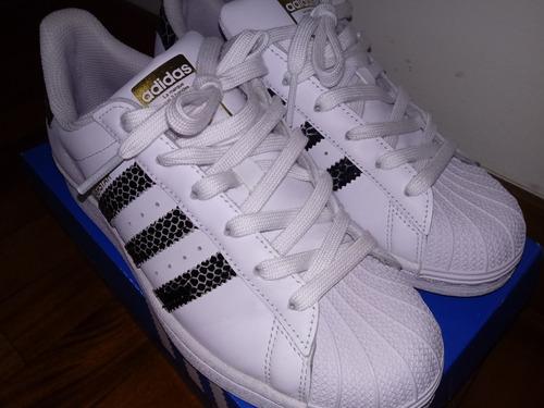 zapatillas adidas superstar blancas y azules