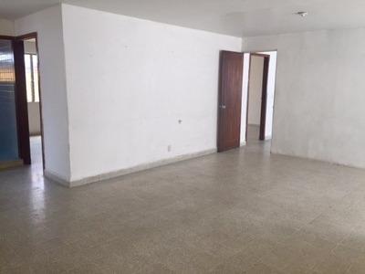 Se Renta Planta Alta En El Centro Para Oficina, Escuela O Departamento.
