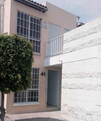 Bonita Casa Dúplex En Venta En Fraccionamiento El Arcángel, Querétaro