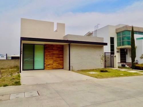 Se Vende Casa Nueva De Una Sola Planta En Frac. Los Robles