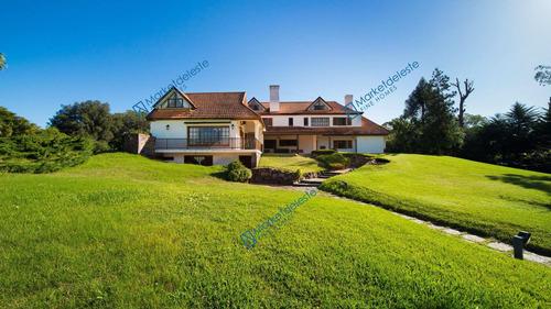 Mansion En El Golf
