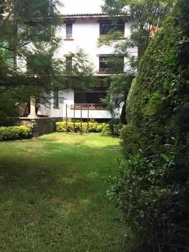 Preciosa Casa En Desniveles Rodeada De Jardin En Tepepan(t)