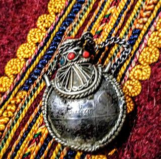 Perfumero Tibetano Metal Plateado Antigua Moneda Cobre