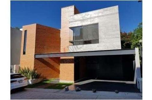 Casa Solo En Fraccionamiento Con Vigilancia Las 24 Horas, Venta, Los Volcanes, Cuernavaca, Morelos, Clave: 680sc