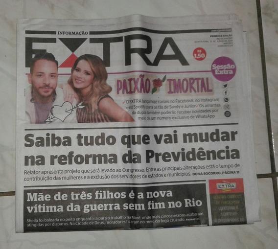 Jornal Extra Completo Com Sandy E Junior Seminovo Ano:2019