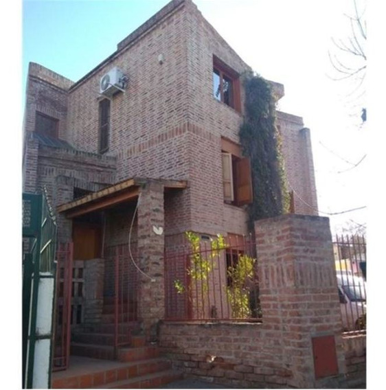 Alquiler: Casa 4 Dormitorios B° Centro Sur