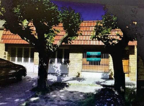 Hermosa Casa 3 Ambientes Con Cochera En Temperley Este