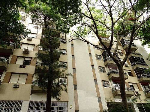 Imagem 1 de 24 de Vendo Cobertura Duplex De Dois Dormitórios, Com Garagem, Centro De Porto Alegre - Co0450