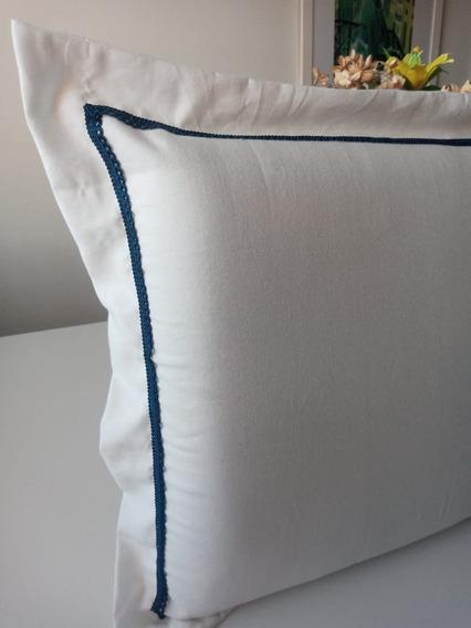 Fronha Branca Com Detalhe Azul