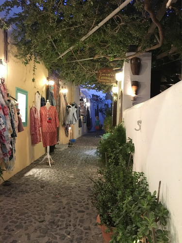 Oia-alley-shop-santorini-greece Fotografia