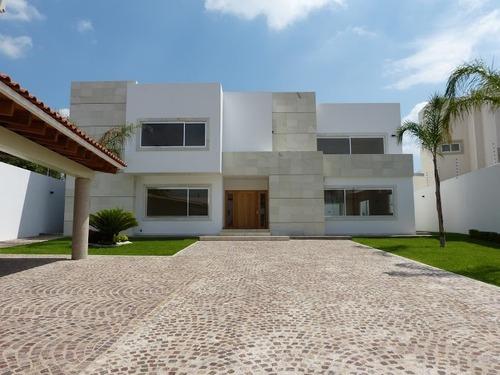 Se Renta Hermosa Residencia En Juriquilla, La Rica, Villas Del Mesón, De Lujo.-