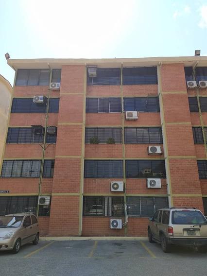 Apartamento En Alquiler, 3 Habitaciones, 2 Baños