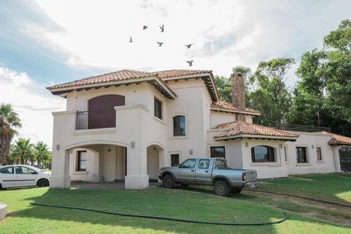 Alquiler De Casas De 4 Dormitorios En Cumbres De Carrasco. Barrio Privado