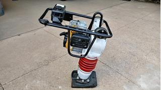 Compactador De Solo Tipo Sapo Dynapac Lt700 C/ Motor Gas. 4t