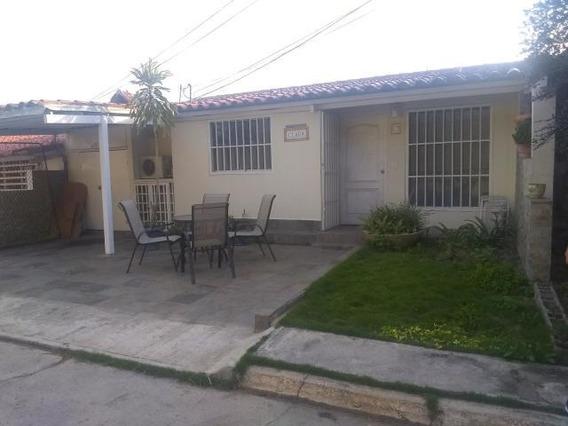 Casa En Venta Zona Este Barquisimeto Lara 20-2584 Rahco
