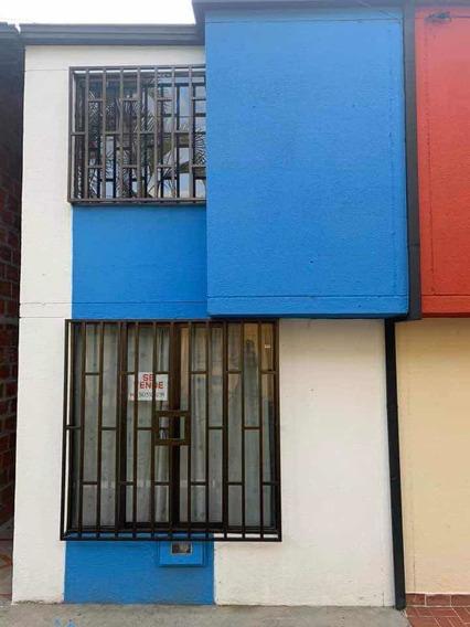 Hermosa Casa Duplex, 3 Cuartos, 2 Baños, Peatonal.
