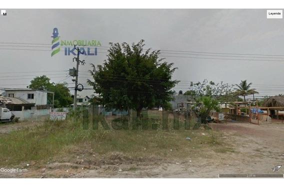 Venta Terreno 600 M² Col. Villa De Las Flores Poza Rica Veracruz. Se Encuentra Ubicado En La Carretera Poza Rica - Cazones Muy Cerca De La Plaza Comercial Gran Patio, Cuenta Con 600 M² Son 20 M. De F
