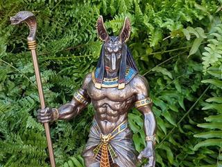 Figura Decorativa Dios Egipcio Anubis Con Baño En Bronce