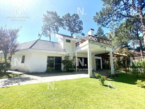 Excelente Casa De Dos Plantas!- Ref: 3888