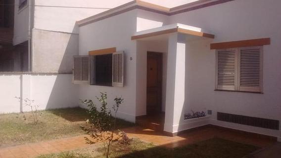 Casa De 3 Ambientes En Alquiler Sobre Lote Propio Con Cochera Pasante Y Amplio Fondo. Moron