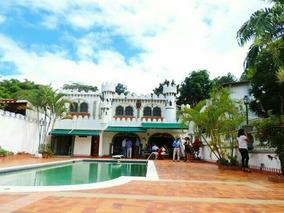 Casa Con Piscina La Trinidad Y Prados Del Este