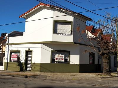 Casa En Esquina En Haedo Norte Con Terraza.