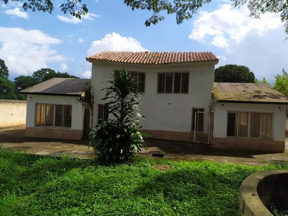 Bella Minifinca Con Dos Casas Tipo Townhouse