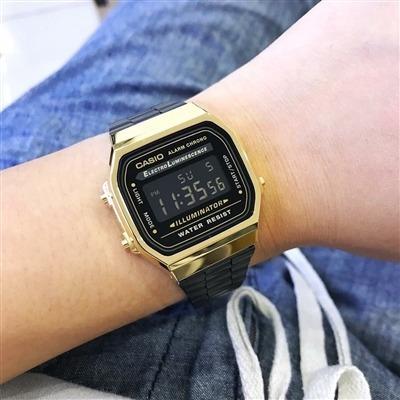 Relógio Retrô Preto Com Dourado