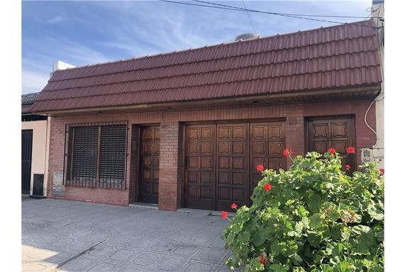 Casa 3 Amb. Garage Y Fondo Libre