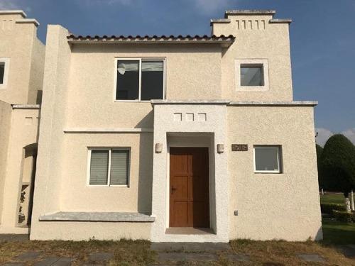 Casa En Venta En Villas Del Castaño ,metepec, Estado De México