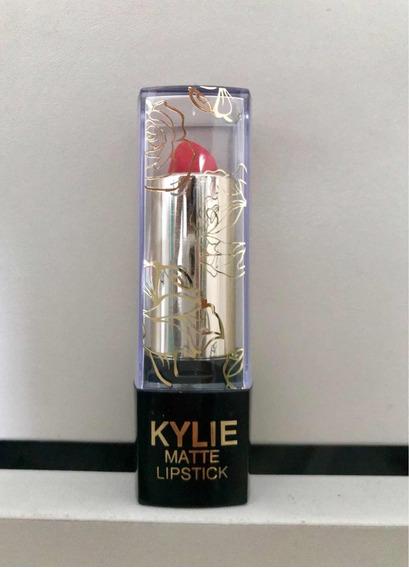 Labial Kylie Matte Lipstick Imitación