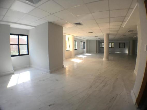 Oficina En Piantini, 80 Mts, Torre Empresarial.