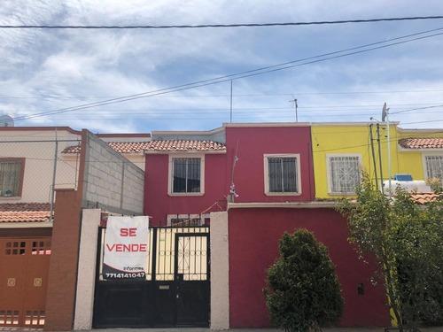 Casa Cerca De Icsu, Universidades, Comercio Y Transporte